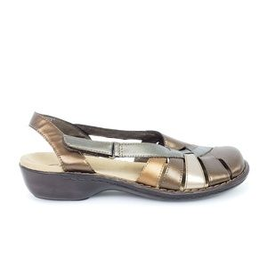 Metallic Clark's Bendables Sandals SIze 9.5